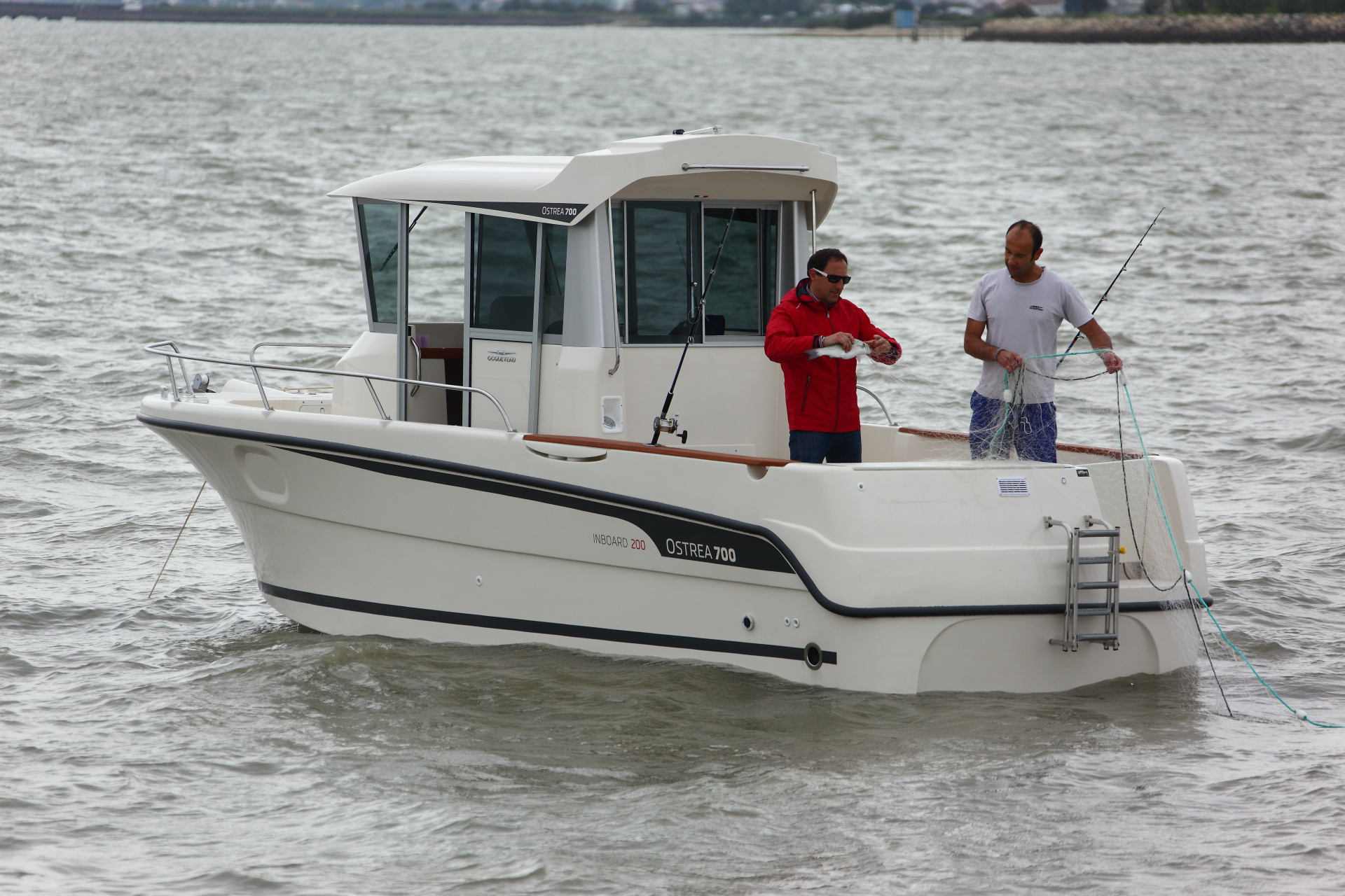 Fishing with OCQUETEAU OSTREA 700-200 HP