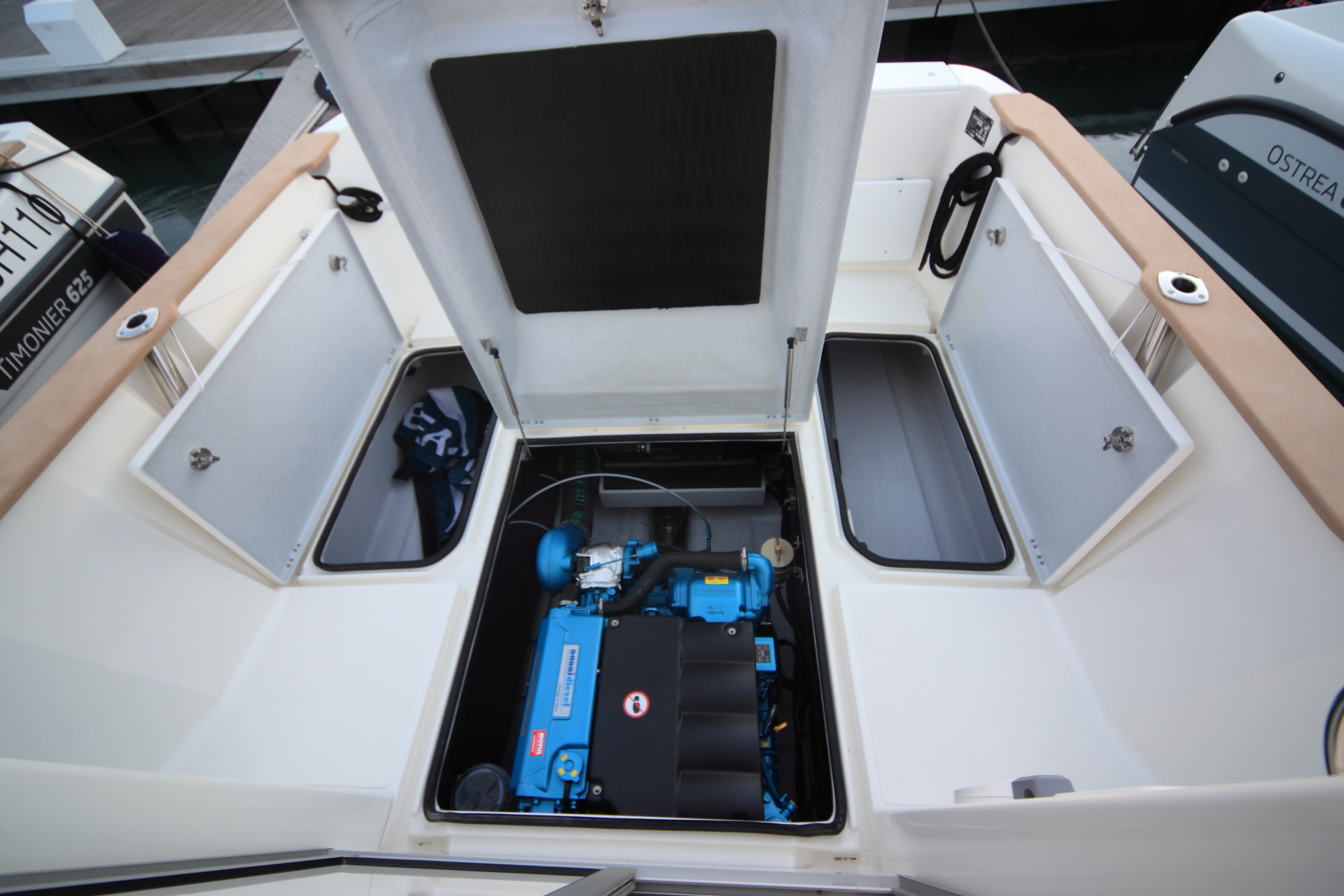 Ostrea 700 engine compartment