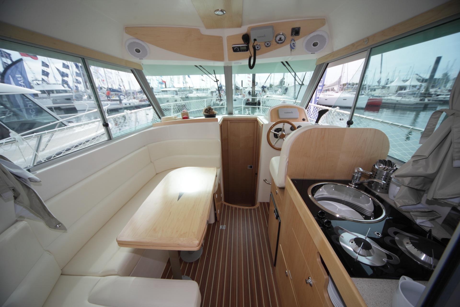 Motorboat ocqueteau range cruiser 885 inboard our range ocqueteau shipyar - Interieur bateau de luxe ...