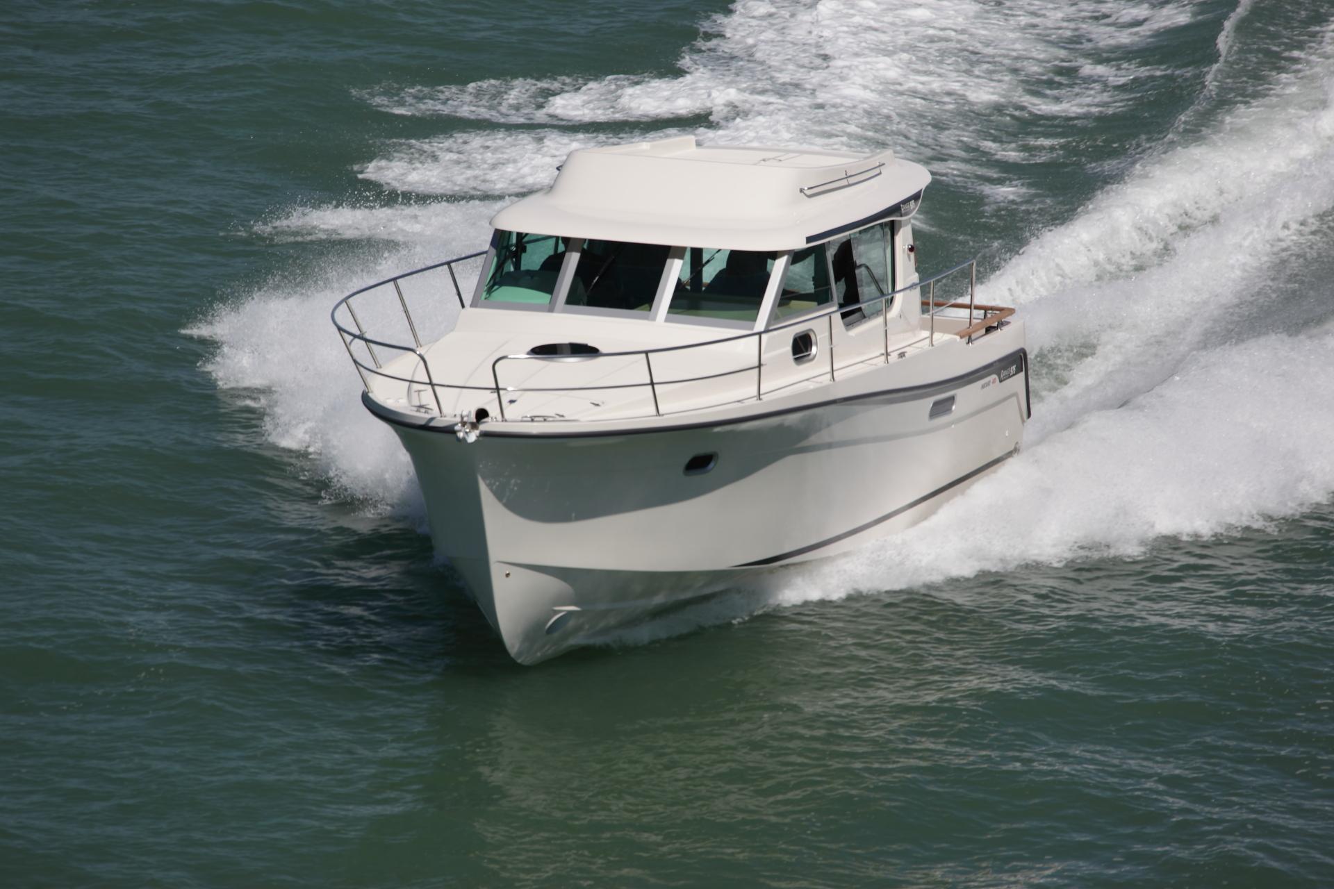 Cruiser motor boat ocqueteau ocqueteau sport boat range for Fishing boat motor