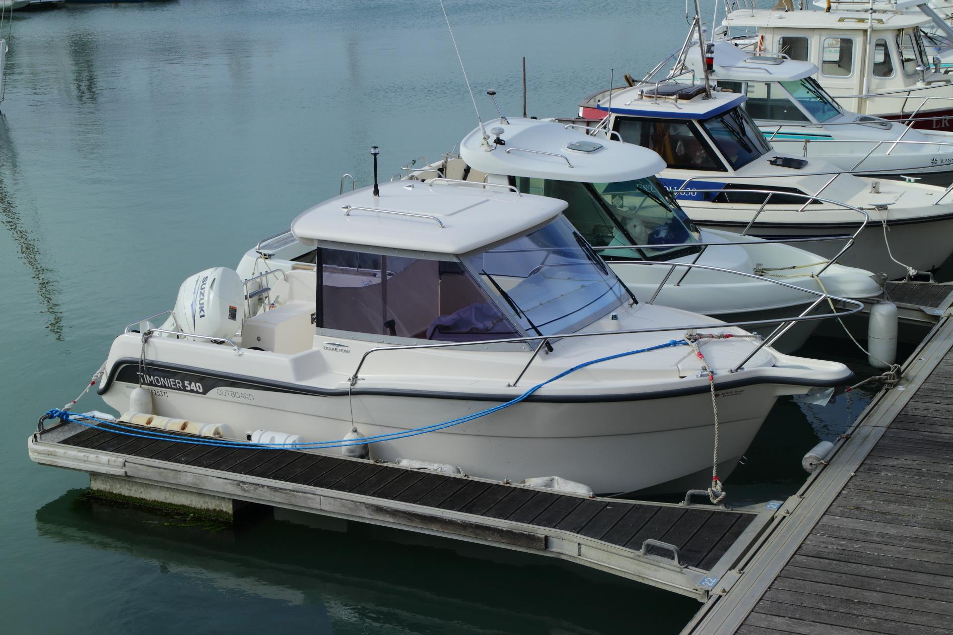 pilothouse boat ocquetau ocqueteau sport boat range motor boat
