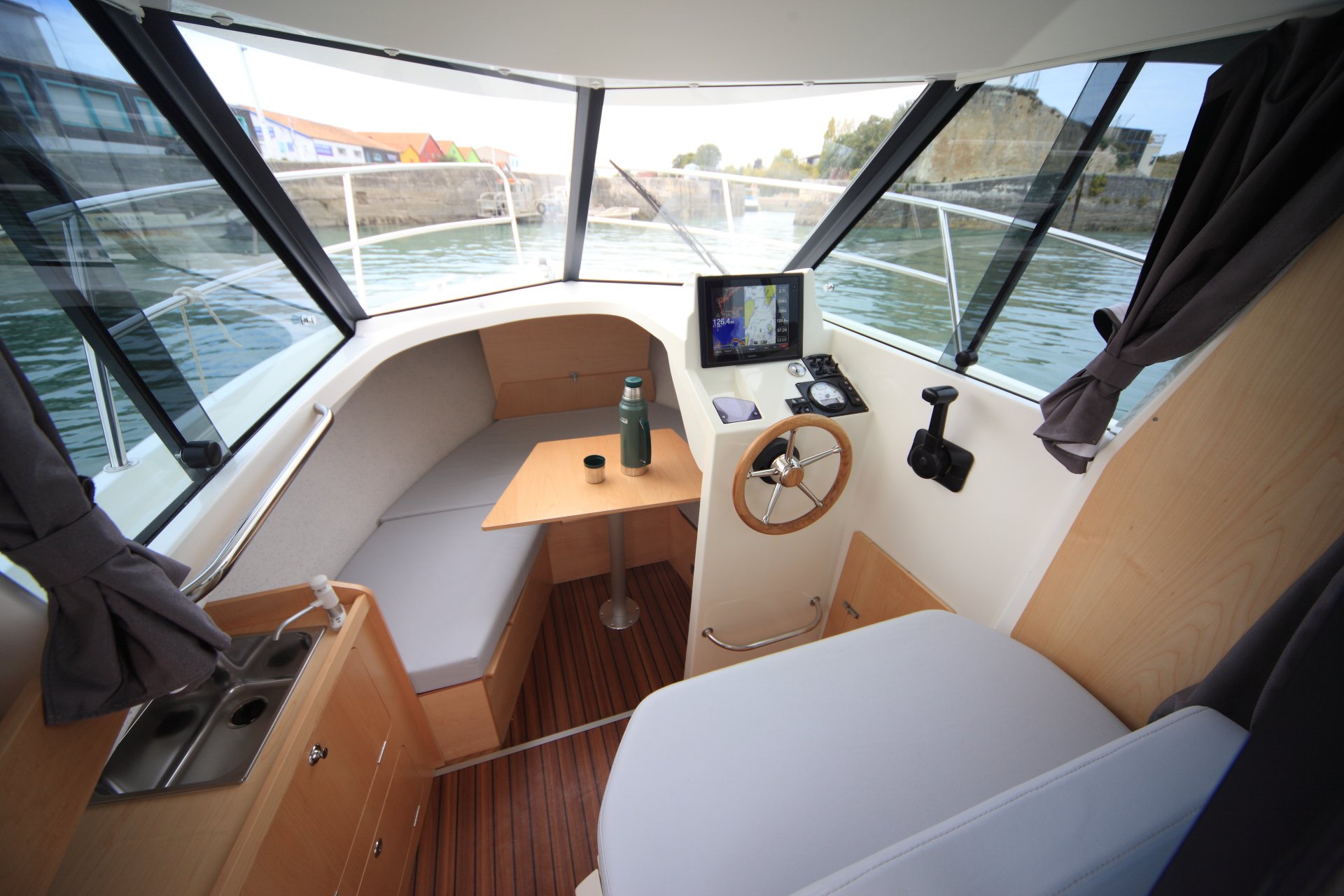 Motorboat OCQUETEAU TIMONIER 625 inboard pilothouse - Our ...