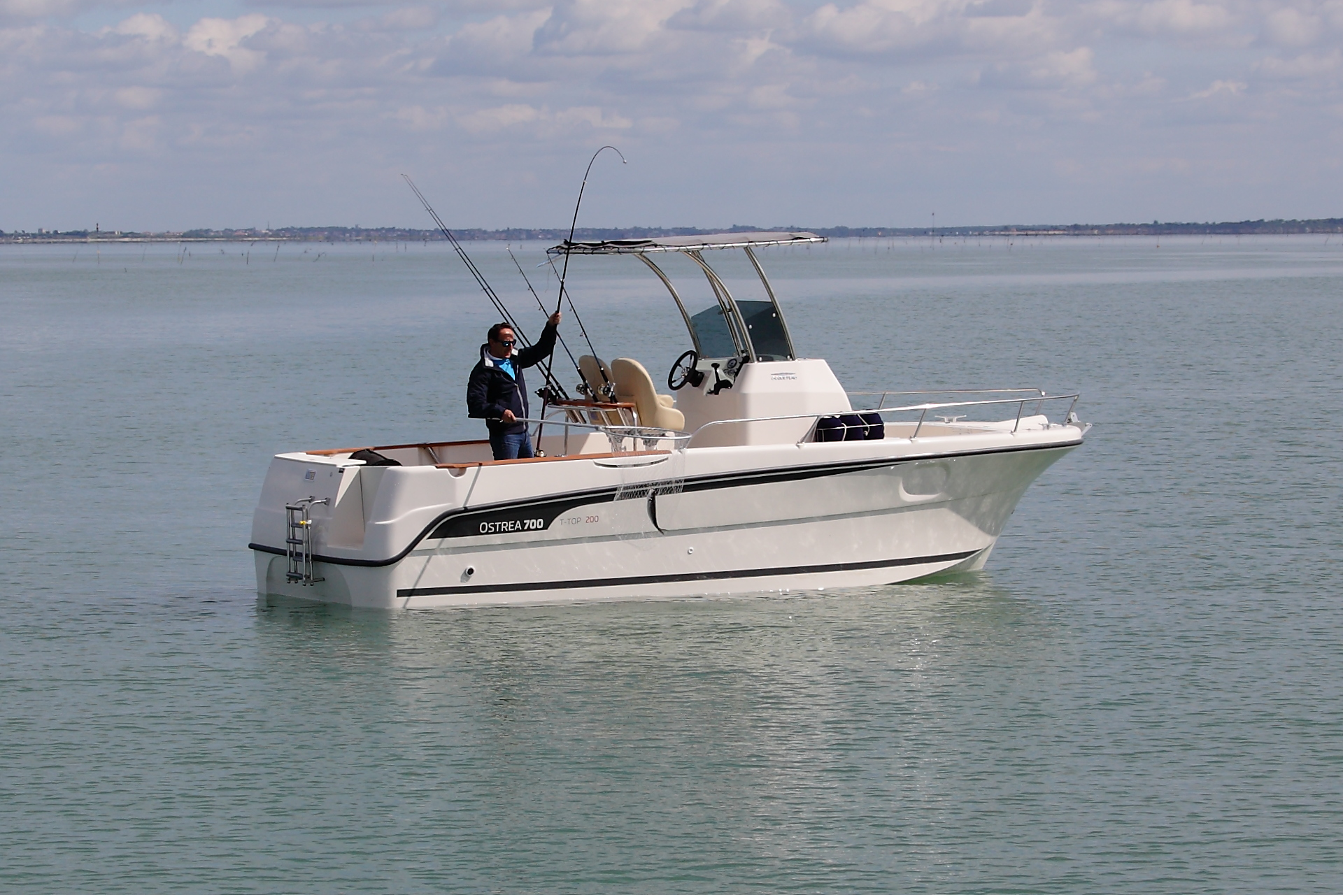 Fishing with OSTREA 700 T-TOP UNLIMITED